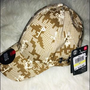 Under Armour Tan/Cream Men's Cap size M/L